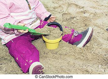 ragazza, gioco, su, spiaggia sabbia