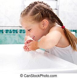 ragazza, lavaggio, bagno