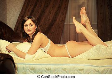 ragazza, letto, biancheria intima, sexy
