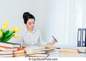ragazza, libro, ufficio, lettura, tavola, affari