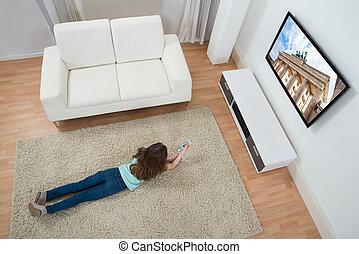 ragazza, moquette, osservare televisione