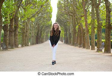 ragazza, parco, ridere