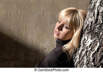 ragazza, parete, contro, albero