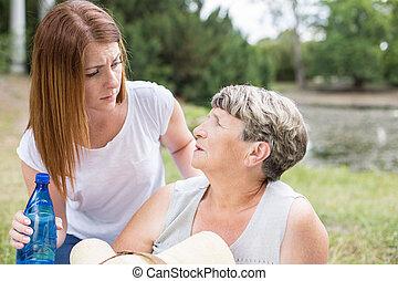 ragazza, preoccupare, nonna, lei