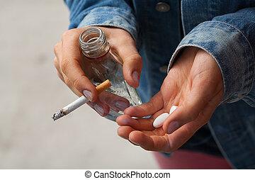 ragazza, presa a terra, sigarette, vodka, pillole
