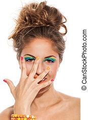 ragazza, trucco, manicure, colorito