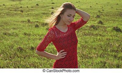 ragazza, vento, nature., ragazza, è, standing, in, il, campo, di, verde, grass., donna, stile di vita, libertà