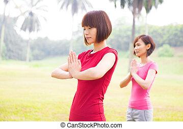 ragazze, esterno, yoga, asiatico