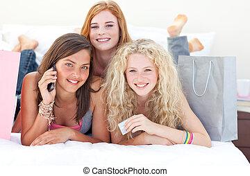 ragazze, secondo, shopping, vestiti, adolescente, felice