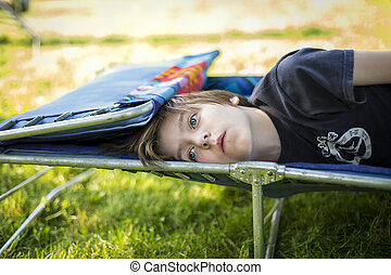 ragazzo adolescente, posa, sunlounger, sognare