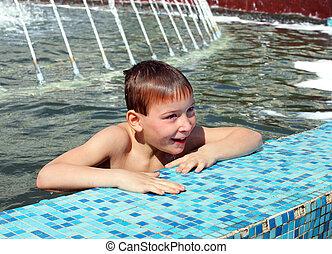 ragazzo, bagno, in, fontana