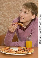 ragazzo, consumo pizza