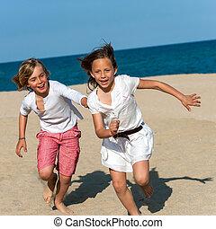 ragazzo, inseguire, ragazza, su, spiaggia.