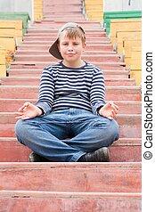 ragazzo, meditare