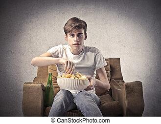 ragazzo, osservare televisione