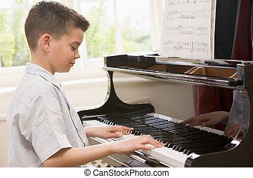ragazzo, pianoforte gioca
