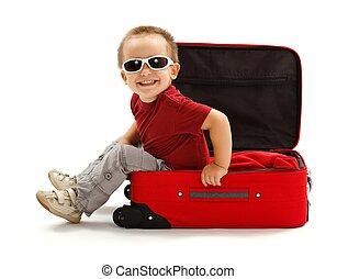 ragazzo, poco, seduta, occhiali da sole, giocoso, valigia