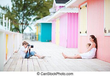 ragazzo, poco, suo, fotografare, famiglia