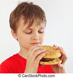 ragazzo, poco, taglio, hamburger, camicia, saporito, fondo, bianco rosso