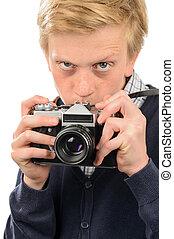 ragazzo, sospettoso, macchina fotografica, attraverso, retro, fotografare