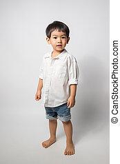 ragazzo, vecchio, camicia, calzoncini, anni, fondo., 2, indossare, ritratto, bianco, jean