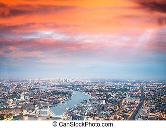 ragen brücke hoch, und, london, skyline, nacht