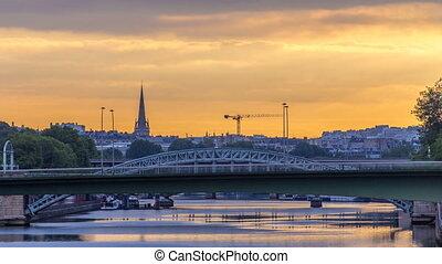 Railway bridge Pont Rouelle crossing island Ile des Cygnes...