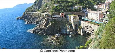 Railway station of Riomaggiore village over the blue sea, The Cinque Terre, Italia, Panorama
