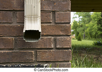 Rain gutter facing forward
