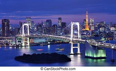 Tokyo Bay - Rainbow Bridge spanning Tokyo Bay with Tokyo ...