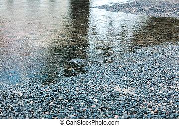 rainwater, 水たまり, 上に, 舗装, ∥で∥, さざ波, そして, 空, 反射