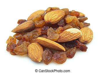 Raisin and almonds