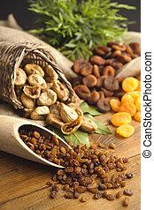 raisins , dried figs, dried apricots