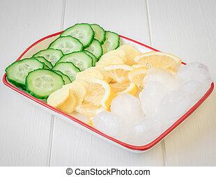 raiz gengibre, limão, pepino, gelo, ligado, um, branca, madeira, tabela.