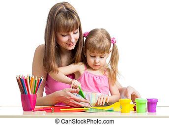 rajzol, elvág, gyermek, együtt, anya