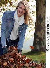 ramassage, feuilles, femme