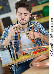 rame, accessori, tubi per condutture, lavoratore, giovane, metallurgico, usando