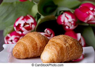 ramo, tulipanes, croissants, dos, luego
