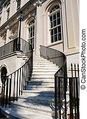 rampe, noir, fer, entre, étapes, marbre blanc