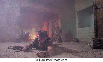 ramper, brûler, courageux, dehors, ligne, blessé, soldat