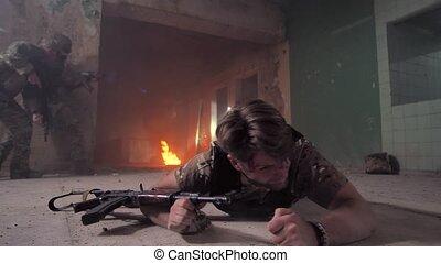 ramper, plancher, strong-willed, blessé, soldat