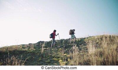 randonnée, touriste, nature., couple, sacs dos, personne agee