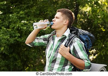 randonneur, eau, boire, forêt