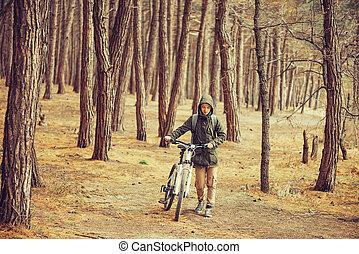 randonneur, marche, femme, vélo, forêt