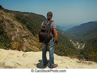 randonneur, montagnes, sac à dos, valeur, regarder