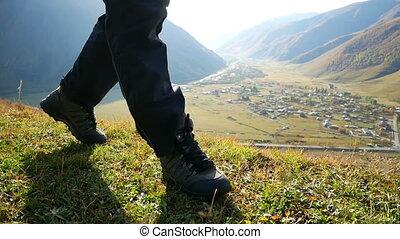 randonneur, pieds, marche, montagne