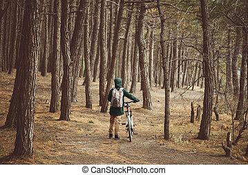 randonneur, vélo, femme, forêt