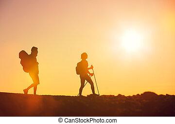 randonneurs, coucher soleil