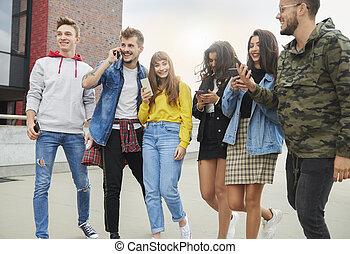 rang, mobile, jeunes, téléphones, groupe