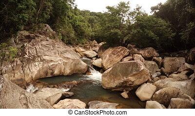 rapids, op, de, berg, river., ungraded, rauwe, 1080p, footage., pedistal, grit